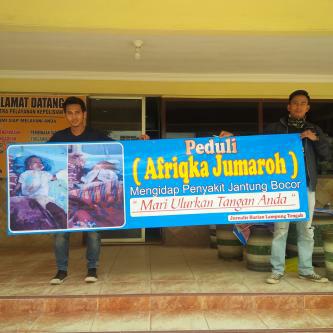 Aksi penggalangan dana yang dilakukan para jurnalis Lampung Tengah untuk Afriqka Zumaroh, balita penderita jantung bocor. | Raeza/Jejamo.com