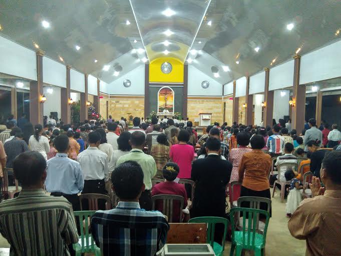 Suasana Misa malam Natal di Gereja Katolik Santa Perawan Maria Lampung Timur, Kamis malam 24/12/2015. | Wahyu/Jejamo.com