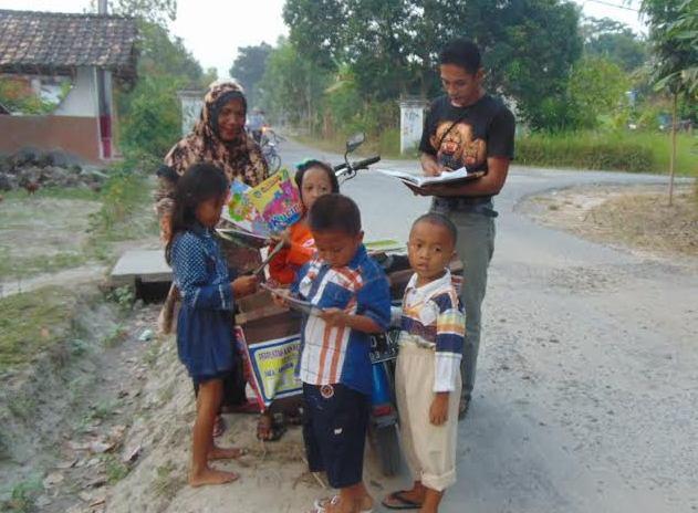 Insipiratif, Sugeng Haryono Buka Bimbel Gratis untuk Anak-anak Lamsel