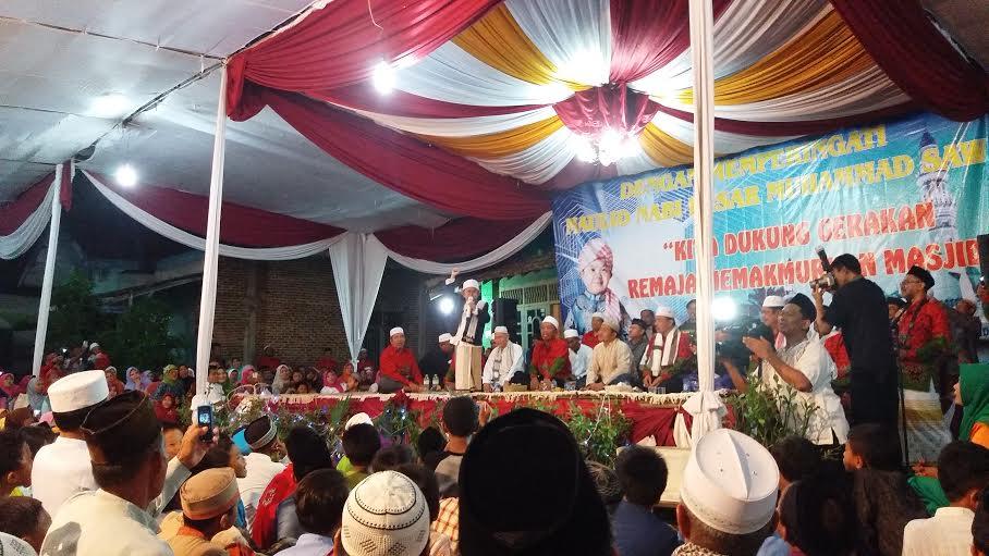 Ustad Mumuy saat memberikan tausiah di Desa Waydadi Baru Kecamatan Sukarame Bandar Lampung, Rabu 23/12/2015. | Sigit/Jejamo.com