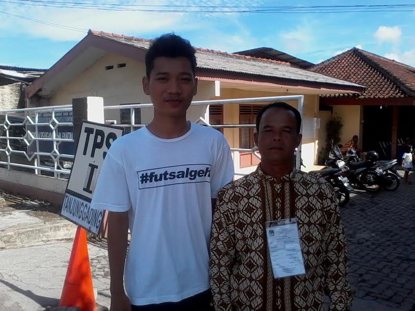 Pryo Dwi Cahyo (kiri), salah satu pemilih pemula Pilkada Bandar Lampung. | Sigit/Jejamo.com