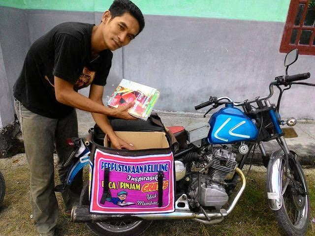 Sugeng Haryono, tukang tambal ban di Lampung Selatan pendiri motor pustaka (perpustakaan keliling). | Heri/Jejamo.com