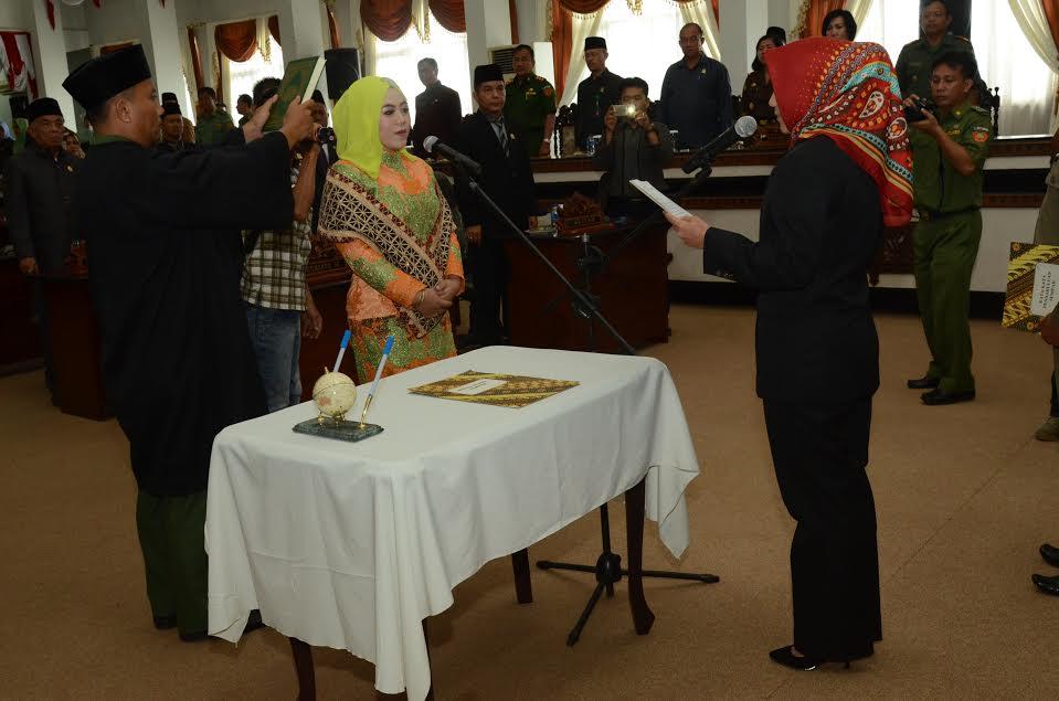 Meilynda Kurniawati dinyatakan memenuhi syarat untuk diresmikan pengangkatannya, sebagai Pengganti Antar Waktu Anggota DPRD Kota Metro menggantikan Sudarsono. | Tyas/Jejamo.com