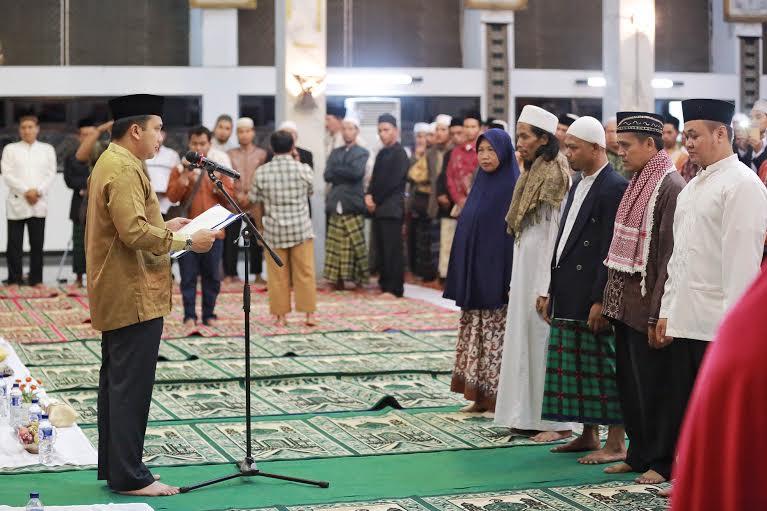Menjelang Pilkada serentak 9 Desember, Gubernur Lampung melakukan doa bersama dengan mengumpulkan para hafidz se-Lampung, Kamis malam 3/12/2015. | Ist.