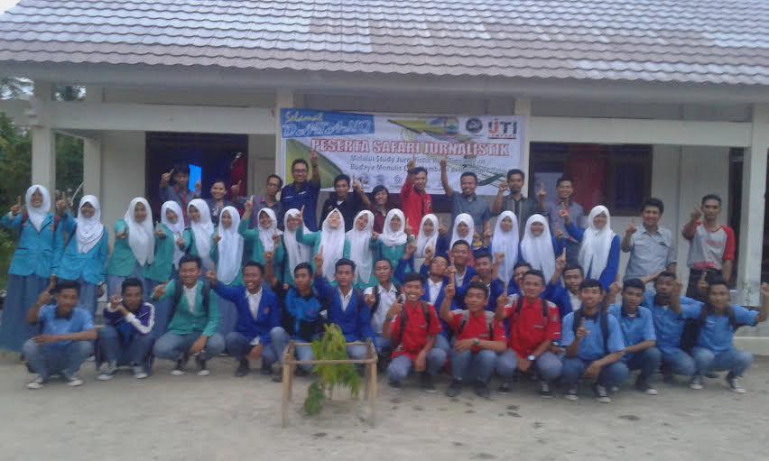 Safari jurnalistik Komunitas Jurnalis Harian Lampung Selatan (KJHLS) di SMKN 1 Sragi, Lampung Selatan. | Heri/Jejamo.com