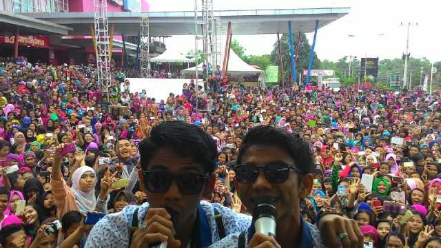 Rizki dan Ridho D'Academy Tutup Penampilan dengan Selfie