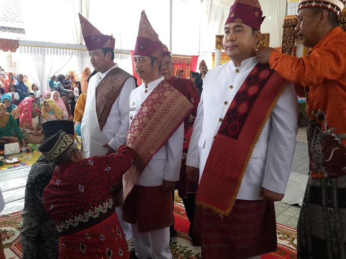 3 Pejabat Pringsewu Terima Gelar Kehormatan dari Adat Lampung Sai Batin