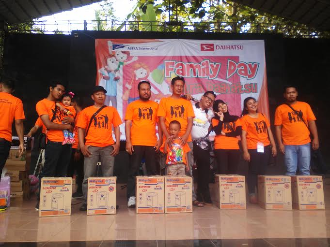 PT. Telkomsel Sumatera bagian selatan bagi-bagi reward untuk karyawan terbaik, Sabtu 19/12/2015. | Robby/Jejamo.com