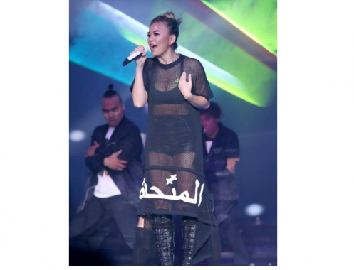 Kontroversi Busana Konser Agnes Monica Bertuliskan Arab