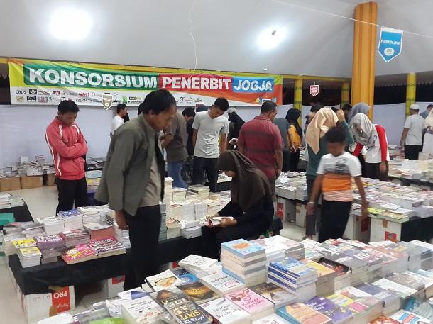 KPJ Gelar Bazar Buku Murah di Pendopo Pringsewu