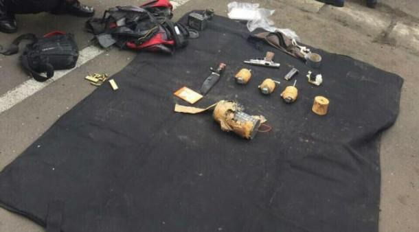 Teror Jakarta: Polisi Temukan Sejumlah Bom Rakitan dan Senjata Api Jenis FN