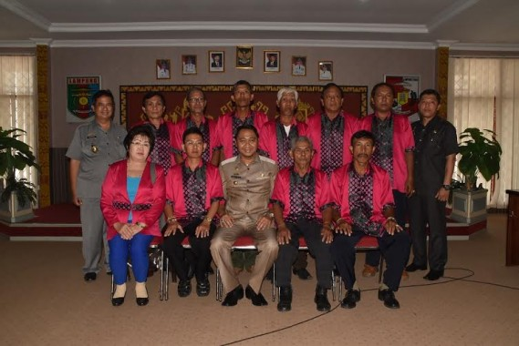 - Bupati Lampung Utara H Agung Ilmu Mangkunegara menyambut kedatangan 10 orang yang tergabung dalam rombongan wisata rohani, Rabu, 6/01/2016 | Defri/jejamo.com