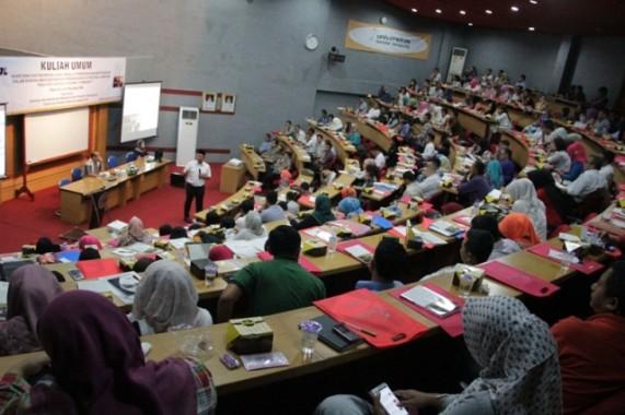Bupati Lamteng Isi Perkuliahan di Universitas Bandar Lampung