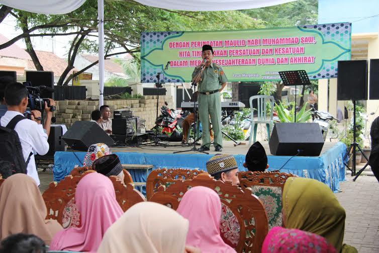 Penjabat (Pj) Wali Kota Metro Achmad Chrisna Putra menghadiri peringatan Maulid Nabi Muhammad SAW yang diselenggarakan di halaman Pasar Margorejo, Metro Selatan, Senin, 4/1/2015 | Tyas/jejamo.com