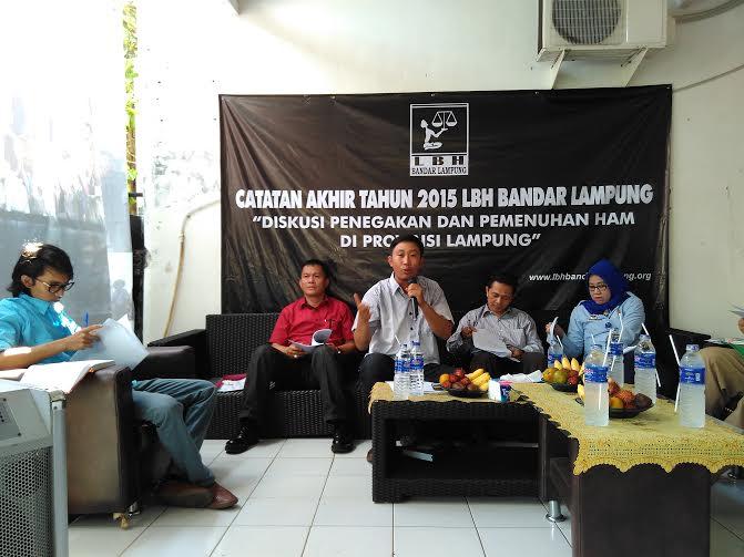 Ekspose catatan akhir tahun 2015 LBH Bandar Lampung, di Sekretariat LBH Bandar Lampung, Selasa, 12/11/2016 | Andi/jejamo.com