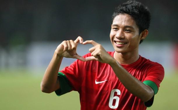 Selebrasi Pemain Tim Nasional Indonesia Evan Dimas Darmono usai melawan Korea Selatan saat pertandingan Kualifikasi grup G AFC Piala Asia U-19 di Stadion Utama Gelora Bung Karno, Senayan, Jakarta. Indonesia menang 3-2 FOTO: HENDRA EKA/JAWA POS