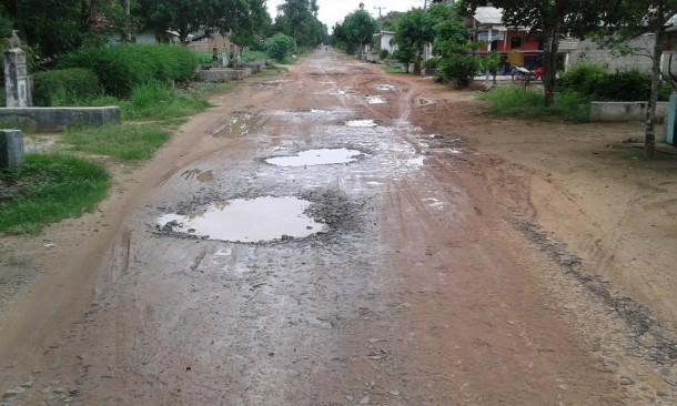 Ruas Jalan Kurnia Mataram-Trimulyo Mataram Rusak dan Berlumpur