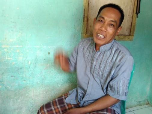 Jamudin alian Iwan, orang yang pertama kali menemukan mayat bayi di tumpukan sampah di Jalan Palapa V, Labuhanratu, Bandar Lampung, Selasa, 26/1/2016. | Andi Apriyadi/Jejamo.com