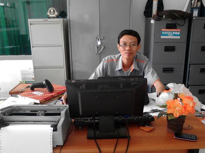 Staf Pelaksana Pos Kotabumi Chandra | Buhairi/jejamo.com