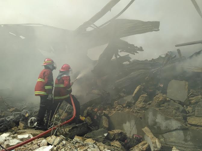 Breaking News: Sudah 12 Jam Kebakaran di Gudang Natar Lampung Selatan Belum Padam