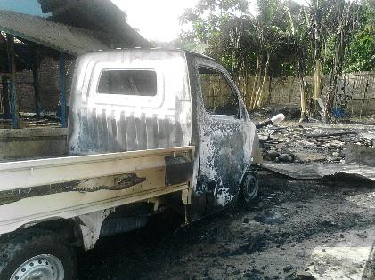 - Kebakaran menghanguskan rumah makan Cunpen milik Ibu Ernawati di Jalan RE Marthadinata, tepatnya di depan SPBU Puri Gading, Bandar Lampung, Rabu siang, 27/1/2016 | Sugino/jejamo.com