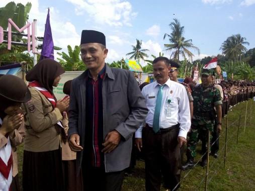 Ketua Umum MUI Bandar Lampung Suryani M Nur (depan) hadir dalam pembukaan perkemahan di Ponpes Madarijul Ulum, Kamis, 14/1/2016. | Ist