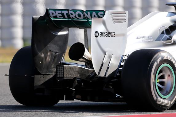 Mobil tim Mercedez dengan mesin V6 turbo charger | ist