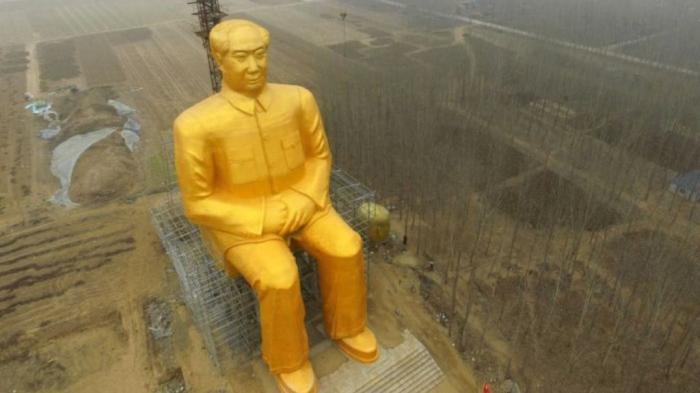 Hujan Kritikan, Patung Emas Raksasa Mao Zedong di China Dirobohkan