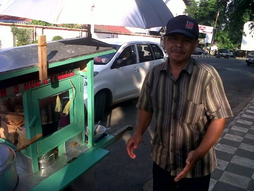 Lampung Mari Peduli (LMP), Rock and Roll Lampung, dan U ME Gelar Baksos di Panti Sosial Tresna Werdha Natar