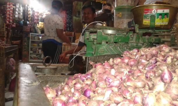 Sinurat pedagang di Bandarjaya Plaza Lampung Tengah | Adrian/jejamo.com