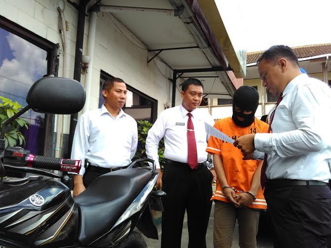 Tim Khusus Antibandit (TEKAB) 308 Polresta Bandar Lampung berhasil menangkap Muhamad Arip (19), warga Kampung Sawah, Tanjungkarang Timur Bandar Lampung | Andi/jejamo.com