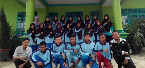 Pengurus dan Alumni Rohis SMAN 1 Punggur Lampung Tengah Pesta Rujak