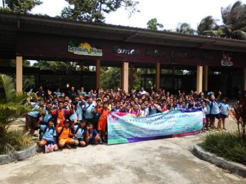 Keluarga besar SD Xaverius III Bandar Lampung studi wisata di Lembah Hijau, Sabtu, 23/1/2016. | Robby Brammana/Jejamo.com