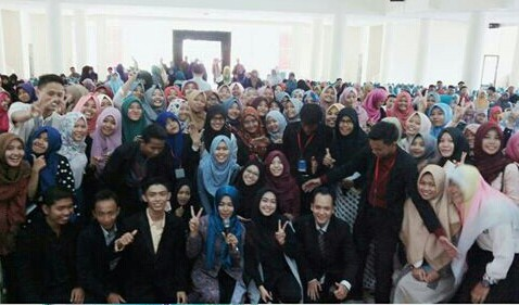 Selebritis Instagram Ria Ricis Isi Talkshow di IAIN Lampung