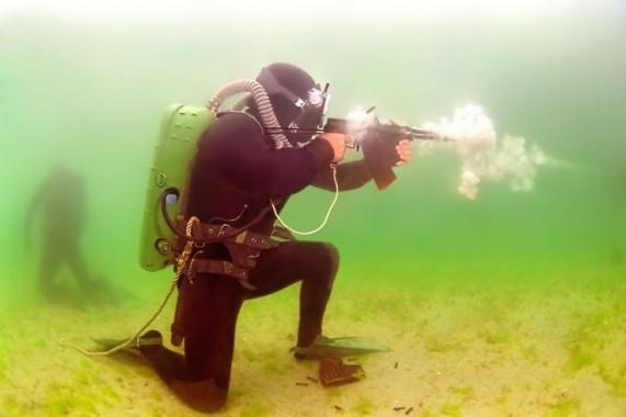Hebat! PT Pindad Kembangkan Senjata Serbu Bawah Air