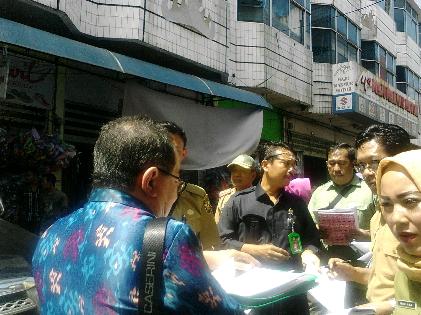 Pemkot Bandar Lampung sidak surat HGB sejumlah pemilik ruko di Pasar Tengah, Selasa, 26/1/2016. | Sugiono/Jejamo.com