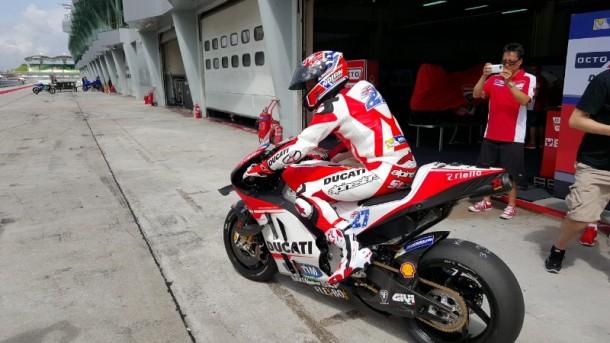 Stoner Jalani Debut dengan Ducati dengan Coba Motor Dovizioso