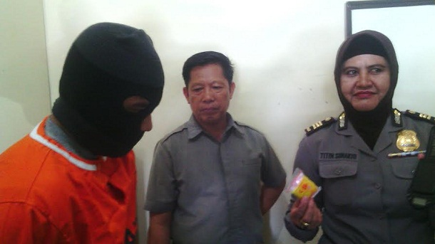 Ferry Muharo (35), warga Jalan Saleh Raya Kesuma, Keteguhan, Telukbetung Timur, Bandar Lampung, ditangkap petugas Polresta Bandar Lampung, karena memiliki narkoba jenis sabu-sabu | Andi/jejamo.com