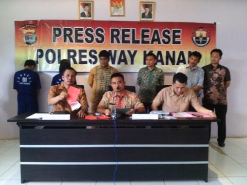 Bupati Lampung Utara Beri Bantuan Pompa Air dan Hand Traktor