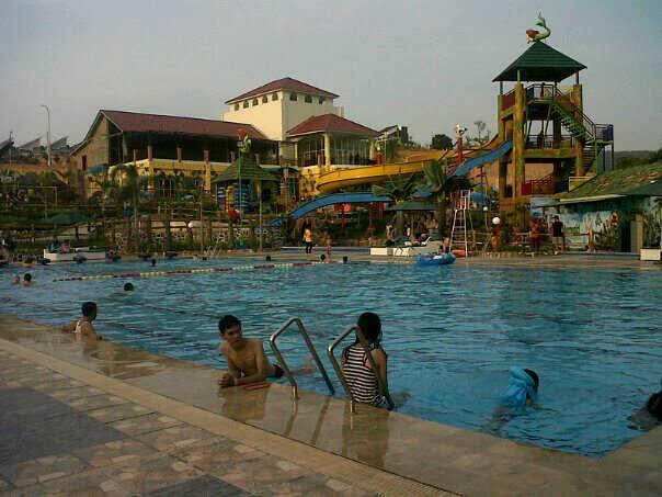 Pengunjung Waterpark Tirtayasa Bandar Lampung Naik 500 Persen