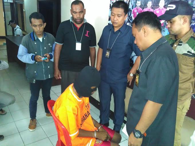 Adrian, saat dimintai keterangan di Polresta Bandar Lampung. | Andi Apriadi/Jejamo.com
