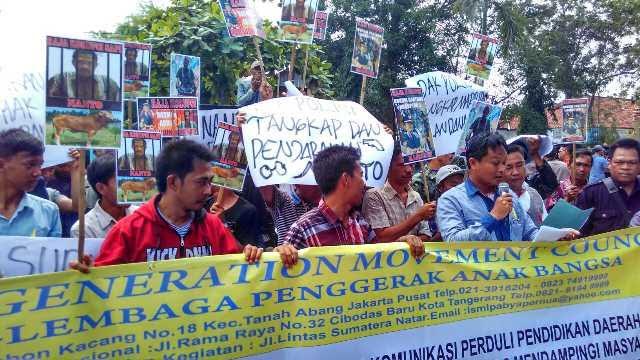 Diduga Korupsi, Ratusan Warga Lampung Tengah Tuntut Pencopotan 2 Kepala Kampung