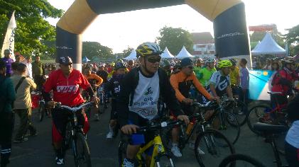 Ribuan Pesepeda Ramaikan Fun Bike Korem 043/Gatam