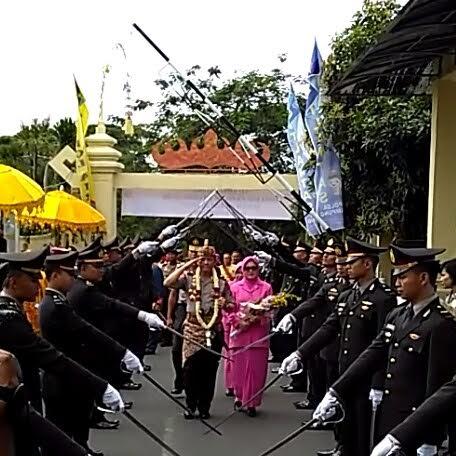 Prosesi Adat Kerajaan Sambut Kedatangan Kapolda Lampung Brigjen Ike Edwin