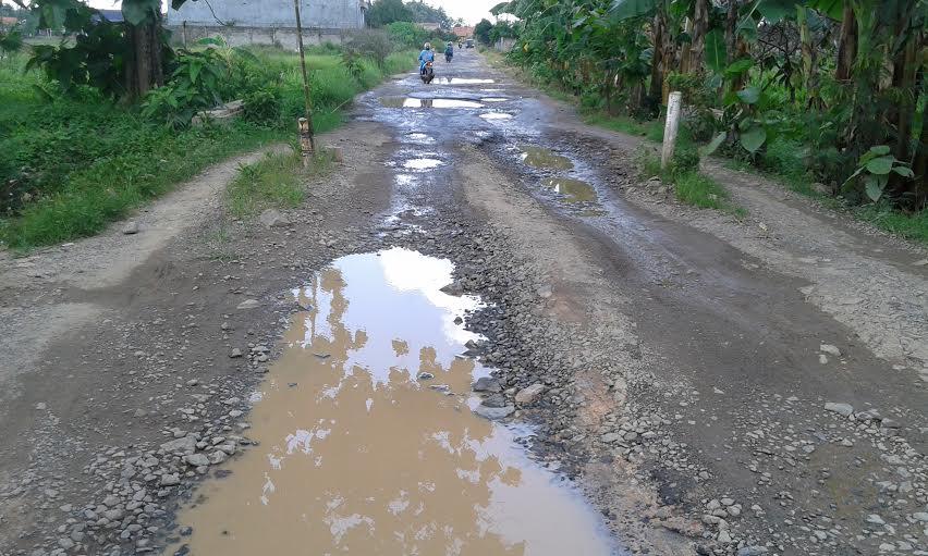 2 Tahun Tak Diperbaiki, Jalan Yukumjaya Lampung Tengah Memprihatinkan