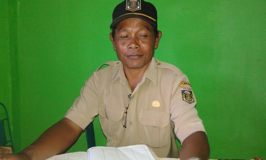 Kepala Desa Karang Endah, Suratman. | Adrian Arlambang/Jejamo.com