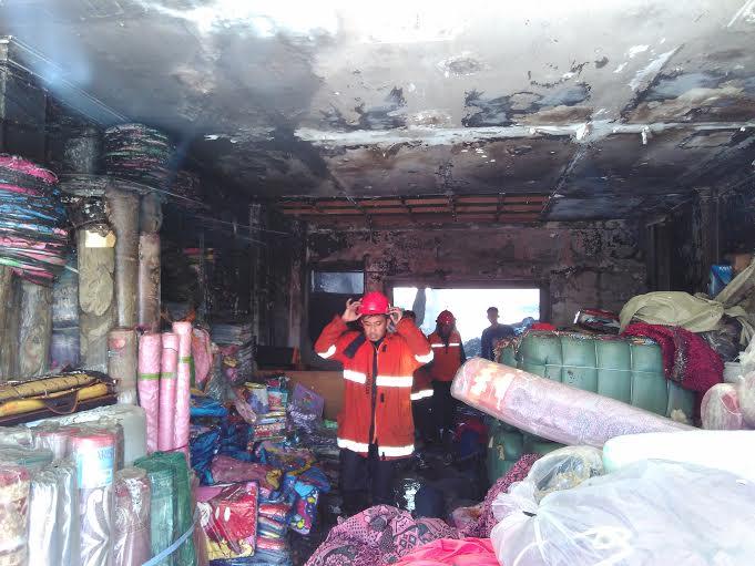 Rugi Miliaran Akibat Kebakaran, Pemilik Toko Karpet di Telukbetung Selatan Syok