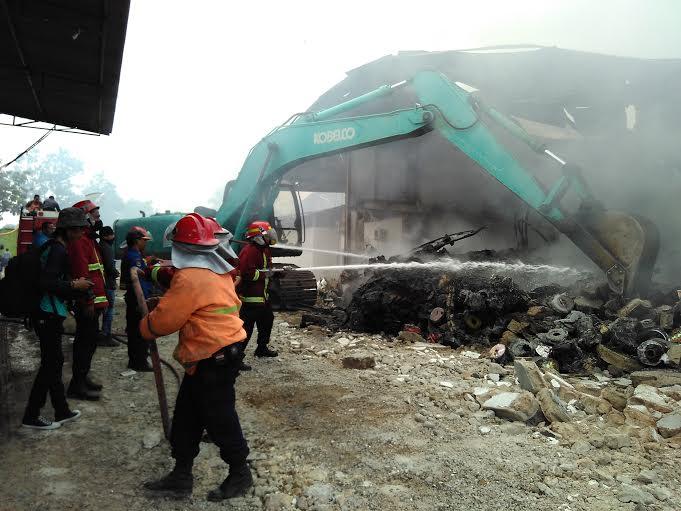 35 Personel Diterjunkan, Kebakaran di Gudang Natar Lamsel Tak Kunjung Padam