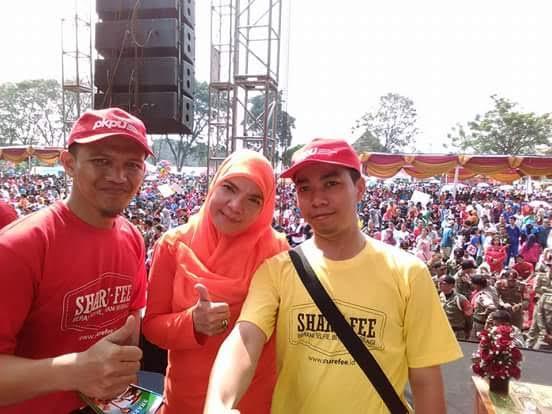 Kepala Cabang PKPU Lampung Sefrizal Permana (kaus kuning) saat berfoto bersama Eva Dwiana Herman HN. | Istimewa.