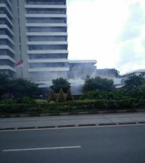 Breaking News: Ledakan Terdengar di Depan Pos Polisi Sarinah dan Starbuck Jakarta